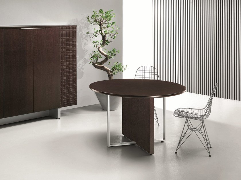 Round meeting table MODI | Round meeting table by Ultom