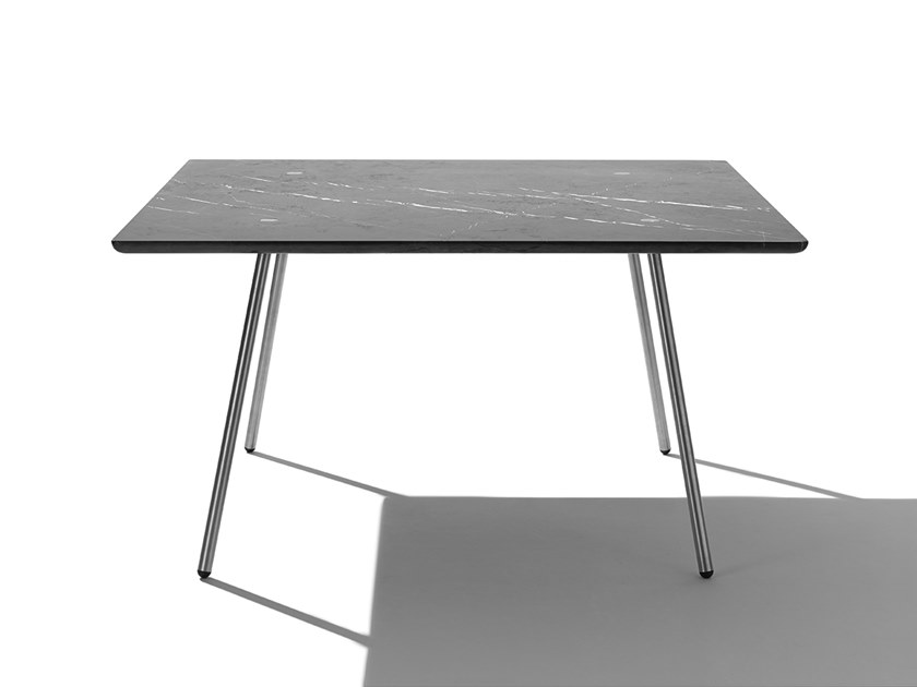 Square table MORE | Square table by Agapecasa