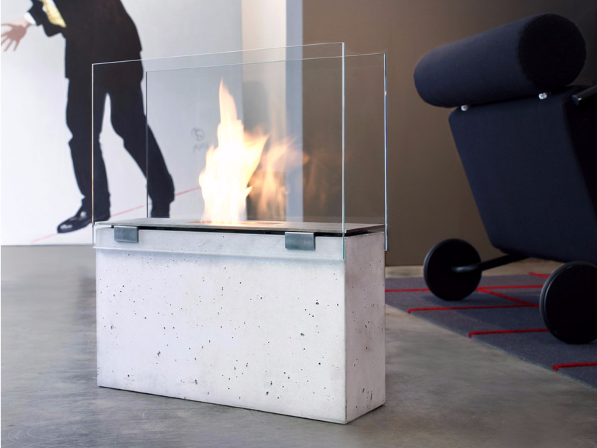 Open bioethanol concrete fireplace with panoramic glass MURO by conmoto