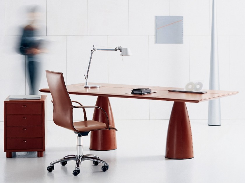 Rectangular tanned leather office desk MYTHOS | Office desk by Polflex