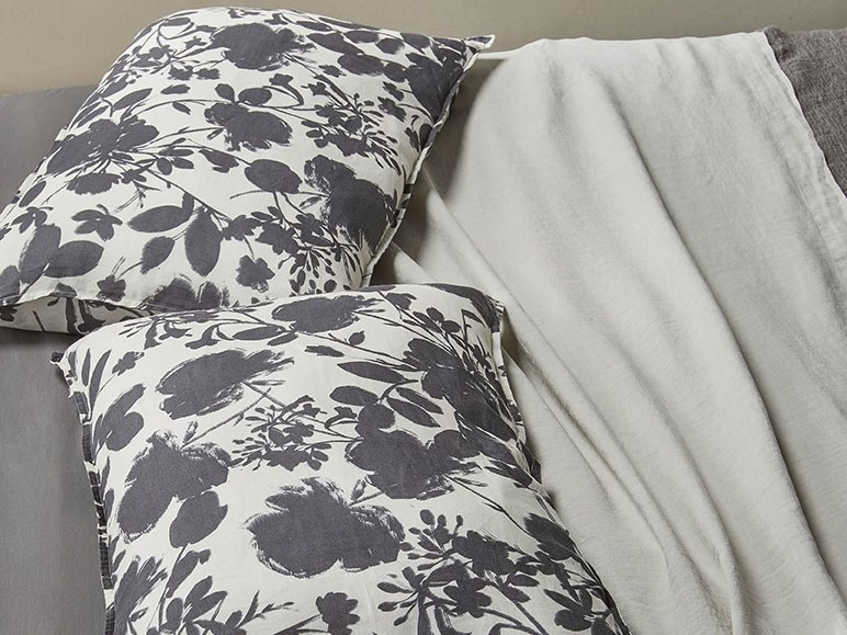 Pillow case with floral pattern NAP BIC by Society Limonta