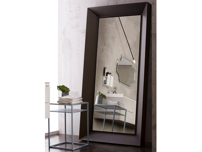 Framed metal mirror NARCISO by Capo d'Opera