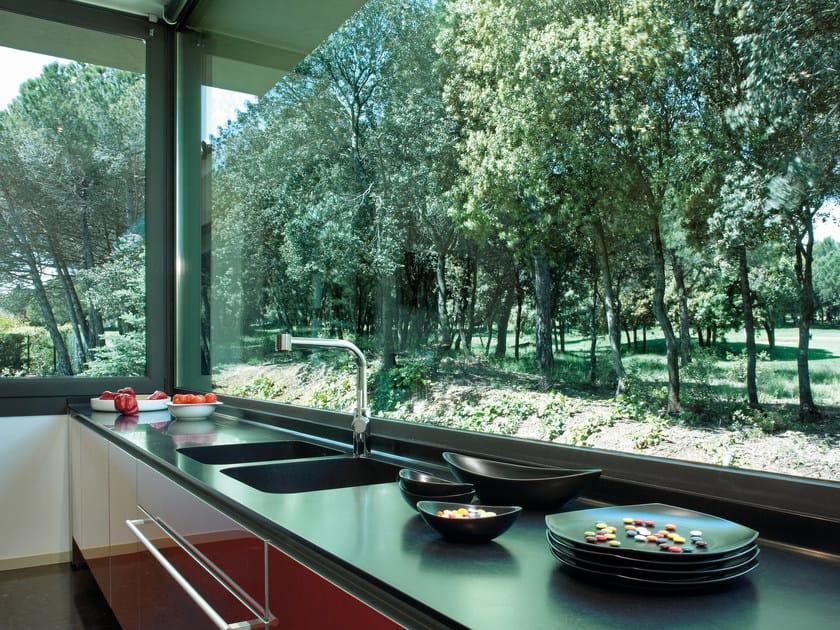 Silestone® kitchen worktop NEGRO TEBAS by Cosentino