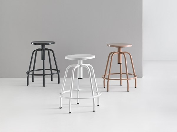 Height-adjustable stool with footrest NEXOS 2005 by delaoliva