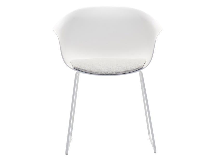 Sedia a slitta con braccioli con cuscino integrato NEXT SO0495 by Andreu World