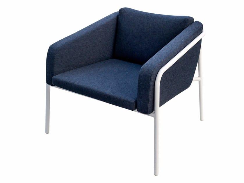 Sunbrella® garden armchair with armrests NUA SOIRÉE | Garden armchair by calma