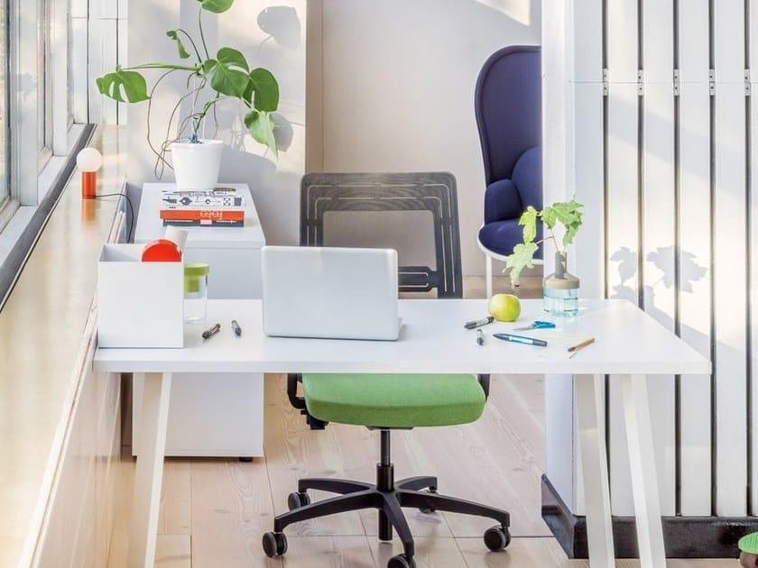 Rectangular workstation desk OGI_A | Office desk by MDD
