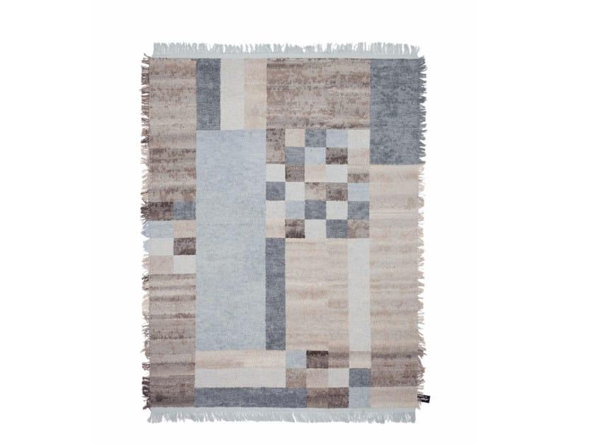 Handmade custom rug OLDIE ELEMENT CUBO by cc-tapis