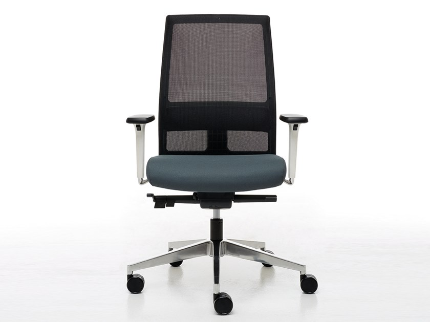 Swivel task chair with armrests OMNIA WHITE | Task chair by Linea Fabbrica