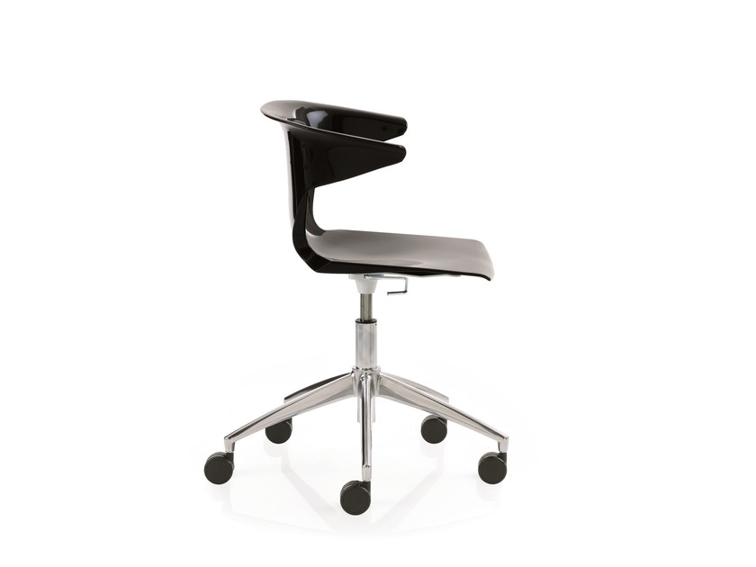 Swivel task chair with 5-Spoke base with armrests ONE | Task chair with 5-Spoke base by Emmegi