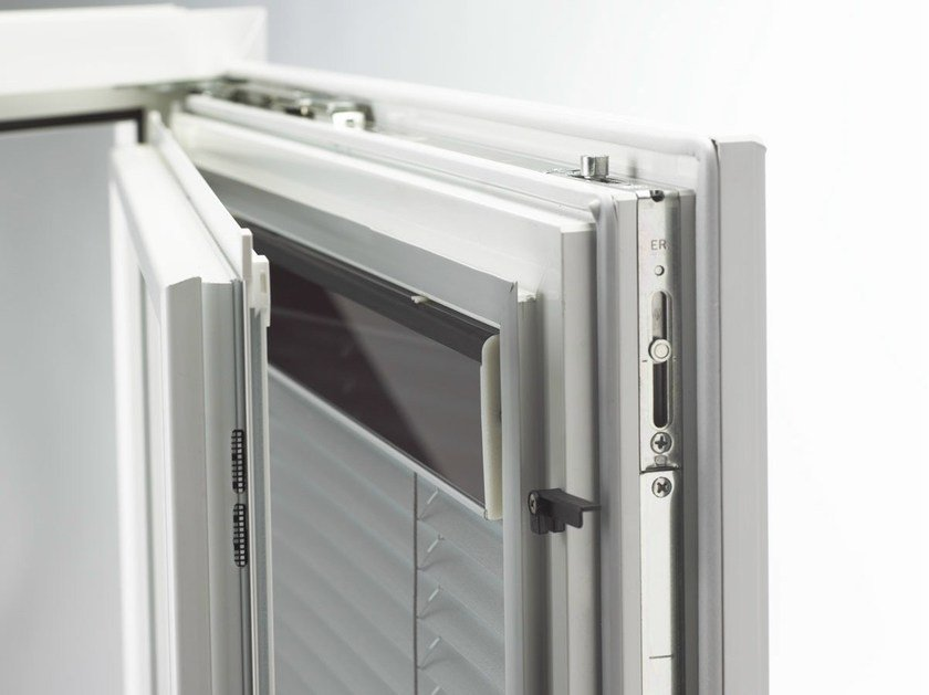 Integrated venetian blind I-TEC INTEGRATED SHADING by INTERNORM Italia