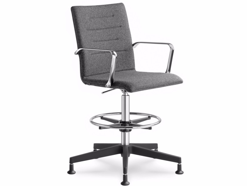 Height-adjustable task chair with 5-Spoke base with armrests OSLO 229 by LD Seating