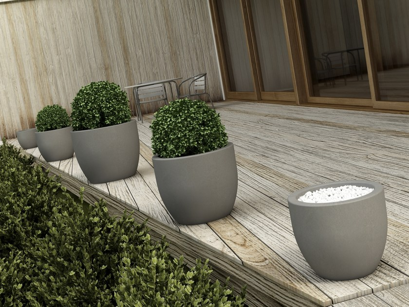 Low garden vase OTHELLO by MOBIKA GARDEN