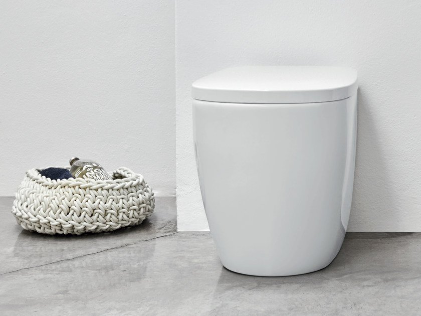 Floor mounted ceramic toilet OVVIO | Floor mounted toilet by Nic Design