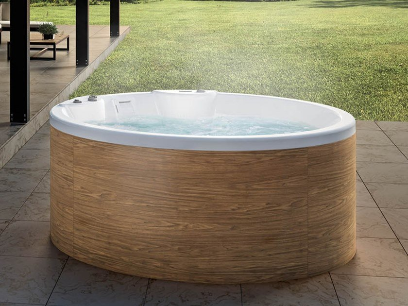 Round Hydromage Hot Tub 7 Seats