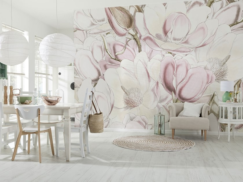 Nonwoven wallpaper with floral pattern PETALS by Komar