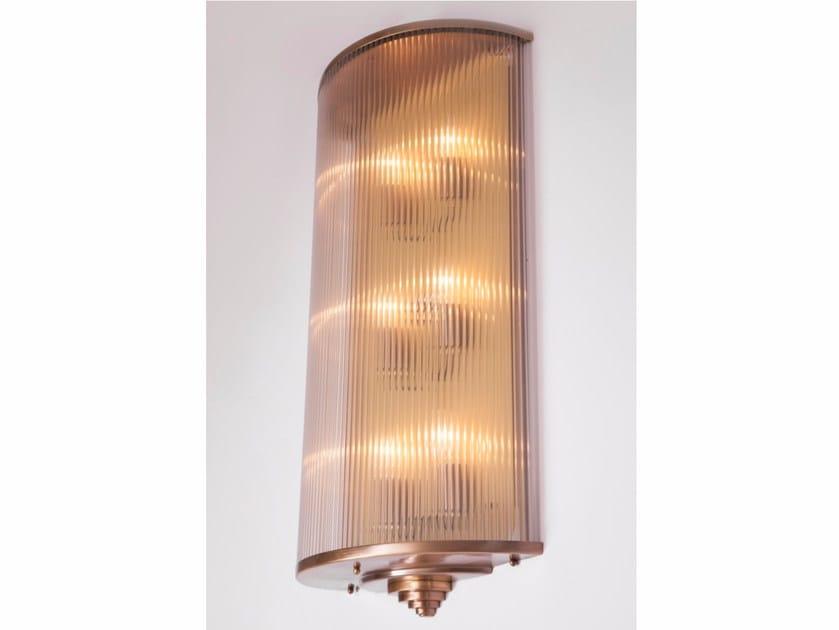 Applique a luce diretta fatta a mano in ottone PETITOT VI | Applique by Patinas Lighting