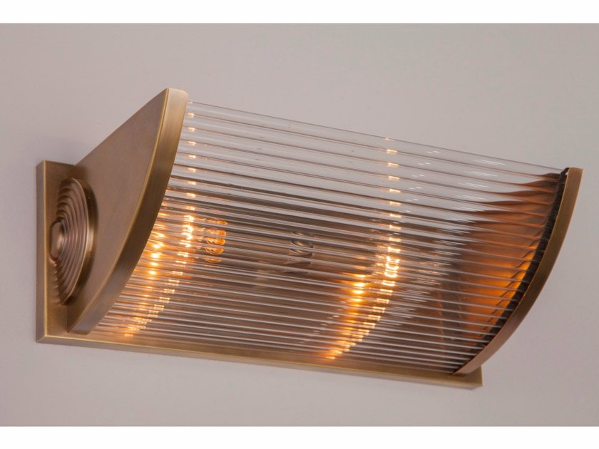 Applique a luce diretta fatta a mano in ottone PETITOT XIII   Applique by Patinas Lighting