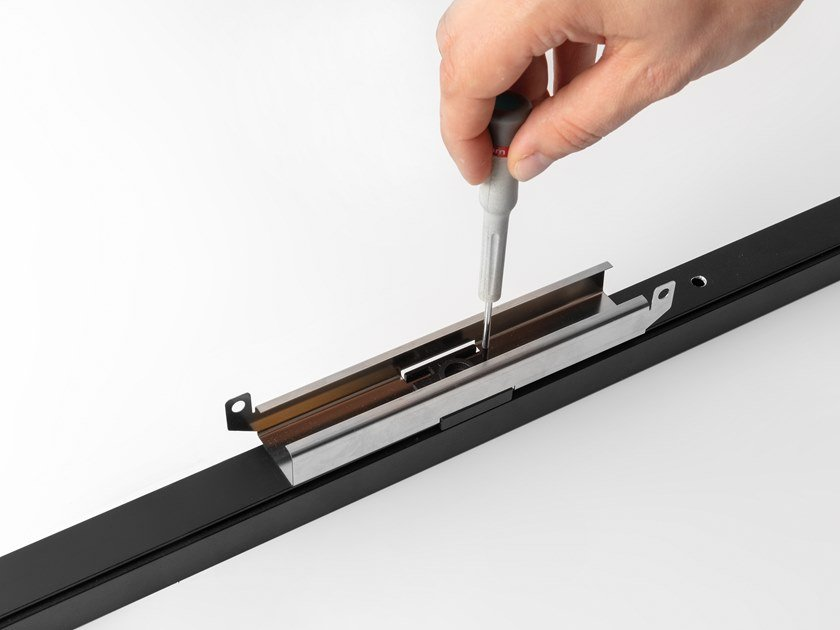 Staffa per illuminazione a binario per soffitti climatizzati PISTA BRACKET by Modular Lighting Instruments