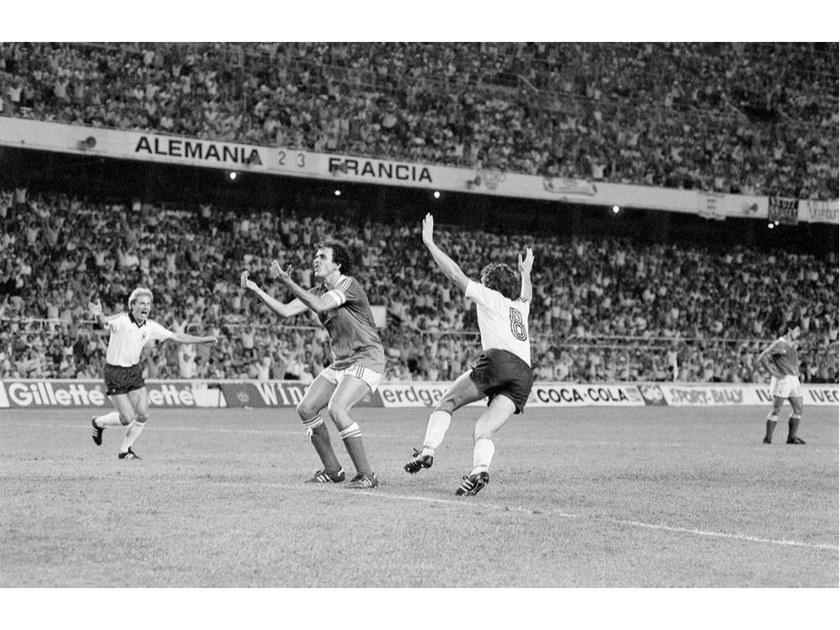 Stampa fotografica PLATINI RFA-FRANCE WORLD CUP 1982 by Artphotolimited