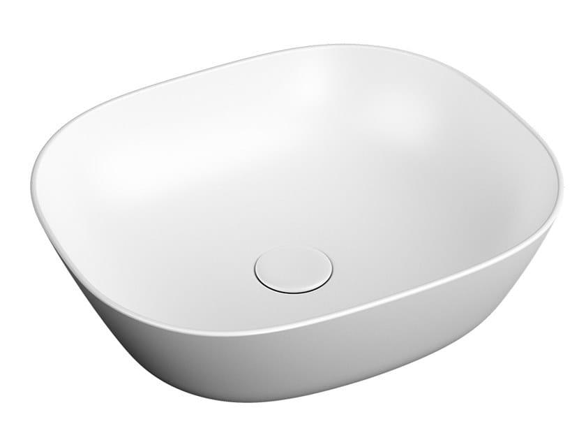 Lavabo da appoggio quadrato in ceramica PLURAL LOW | Lavabo quadrato by VitrA Bathrooms