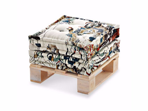Pouf Table with pillows by Arcom