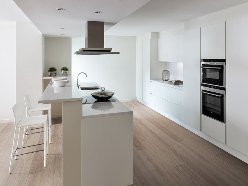 Lacquered fitted kitchen with island PRIMA | Kitchen with island by Floritelli Cucine