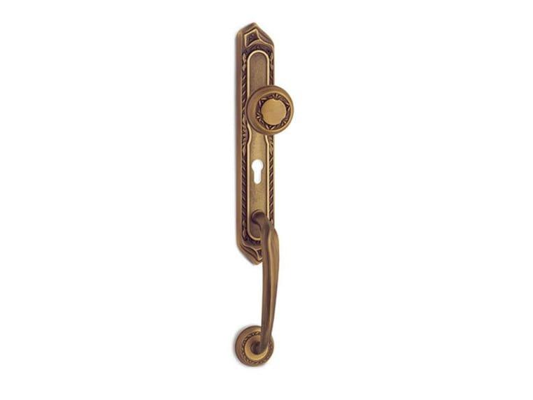 Brass exterior door handle on back plate PRINCESS CLASSIQUE | Classic style exterior door handle by Pasini