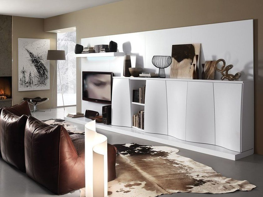 Wall-mounted lacquered storage wall LALTROGIORNO 810 by TUMIDEI
