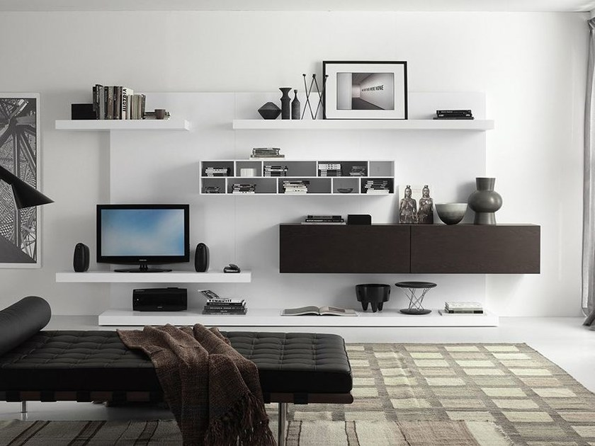 Wall-mounted lacquered TV wall system LALTROGIORNO 819 by TUMIDEI