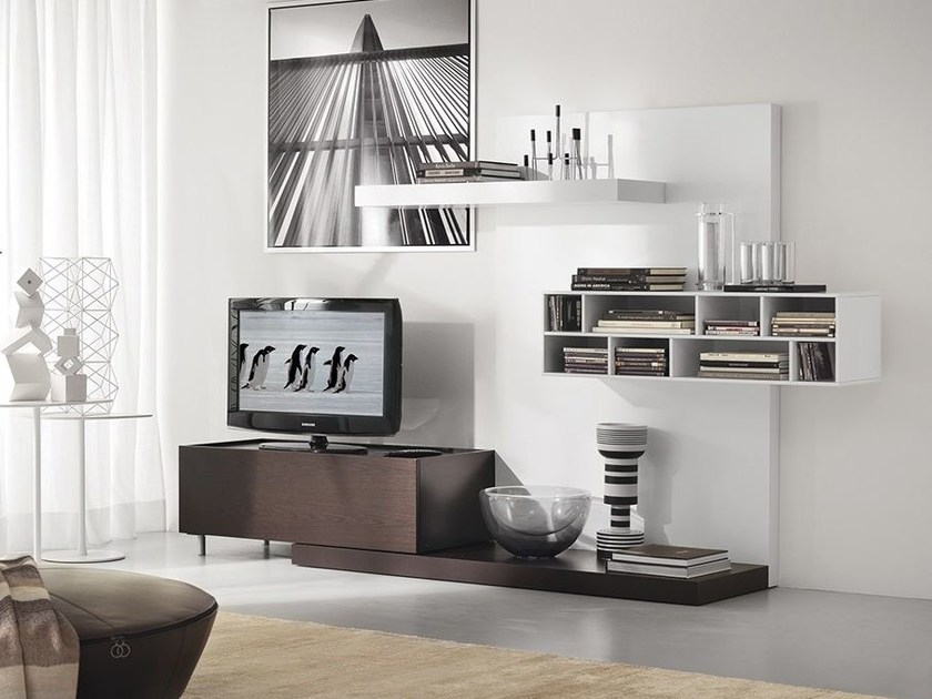 Wall-mounted lacquered storage wall LALTROGIORNO 824 by TUMIDEI