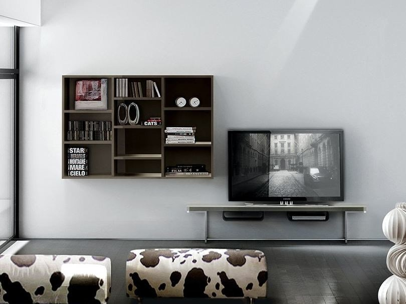 Wall-mounted lacquered TV wall system LALTROGIORNO  827 by TUMIDEI