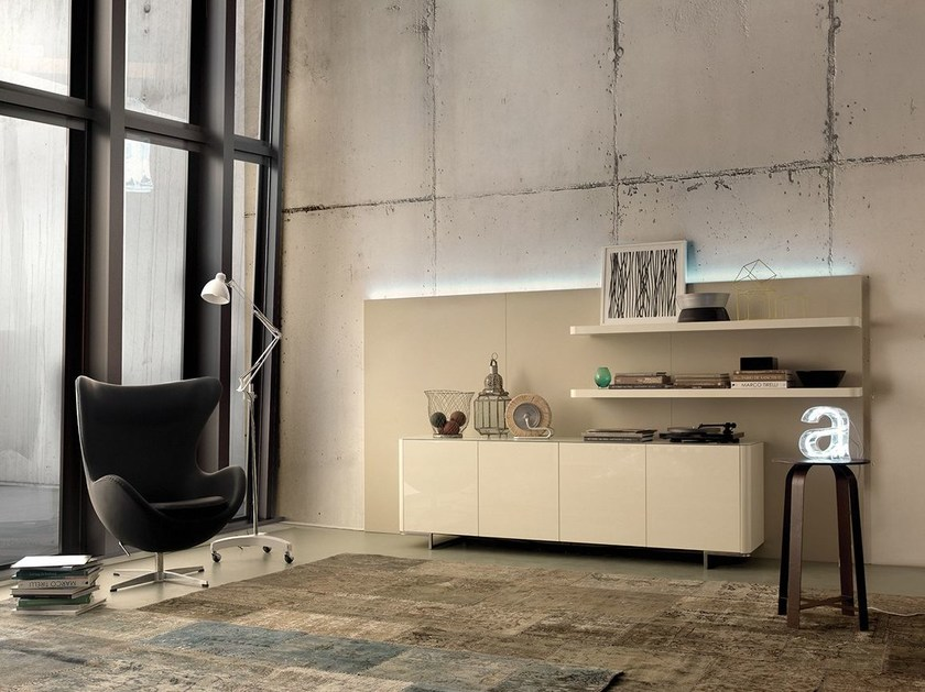 Wall-mounted lacquered storage wall with integrated lighting LALTROGIORNO 830 by TUMIDEI