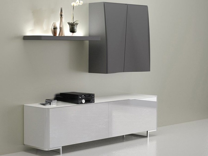 Wall-mounted lacquered storage wall LALTROGIORNO 832 by TUMIDEI