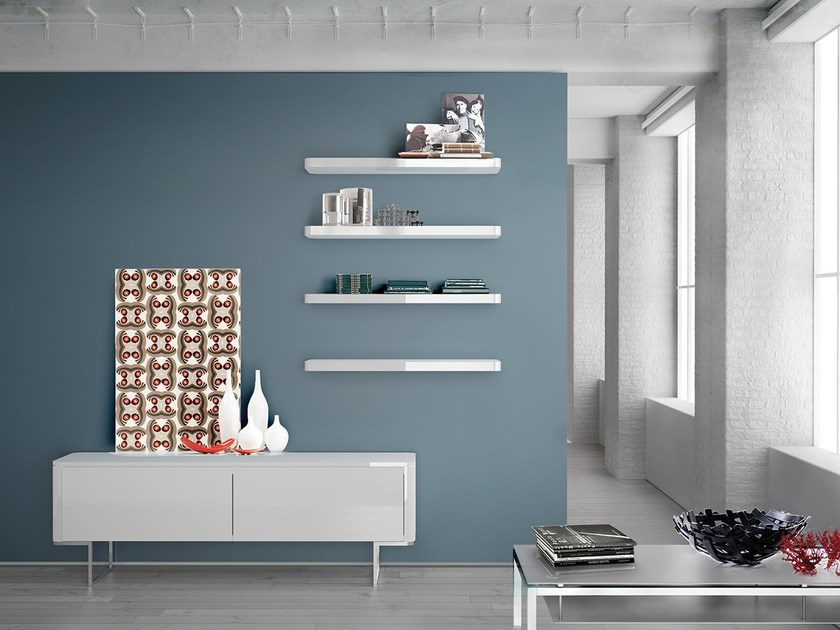 Wall-mounted lacquered storage wall LALTROGIORNO 834 by TUMIDEI