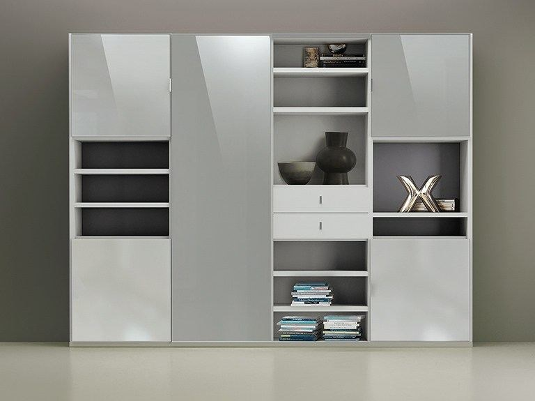 Wall-mounted lacquered storage wall LALTROGIORNO 866 by TUMIDEI
