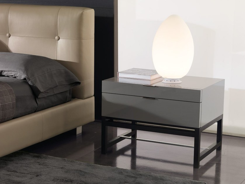 harvey bedside table by minotti. Black Bedroom Furniture Sets. Home Design Ideas