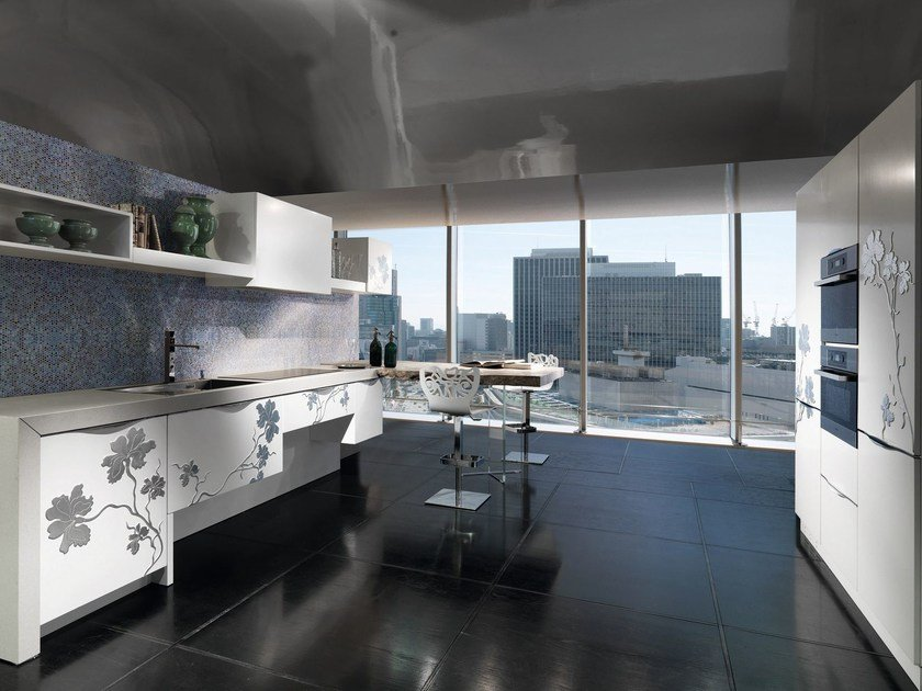 Custom fitted kitchen with peninsula IRIS   Kitchen by Bizzotto