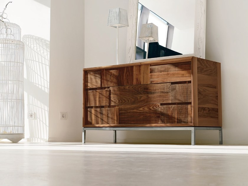 Walnut chest of drawers M-117 | Chest of drawers by Dale Italia