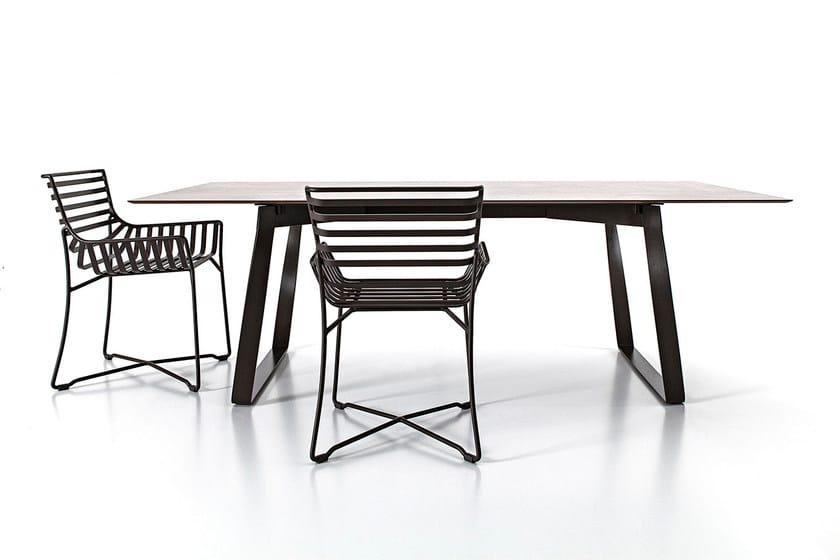 Hamptons graphics tisch aus hpl by roberti rattan design for Tisch graphic design