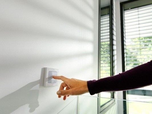 Electrical socket and outlet SMOOVE by SOMFY ITALIA