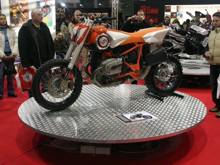 Floor-standing swivel metal display unit DONATELLO by SELVOLINA