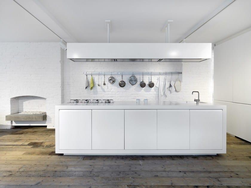 HI-MACS® Design: FORM Design Architecture - Architects: Malcolm Crayton and Mike Neale - Photos: Charles Hosea - Materials: HI-MACS® Alpine White