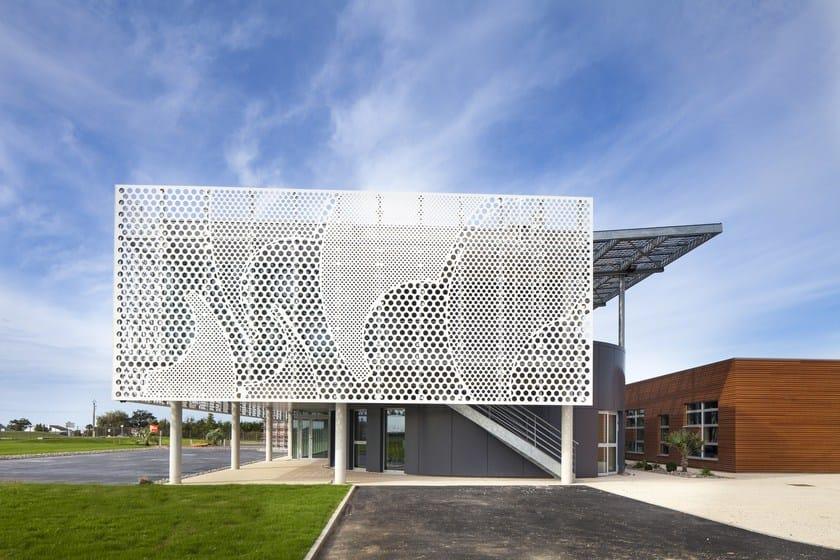 HI-MACS® Beneteau Group headquarters - DESIGN: PAD Architectes for BERI 21 - FABRICATION: LCCA - INSTALLATION: MCS - MATERIAL: HI-MACS ® Alpine White - PHOTOGRAPHER: ©Mathieu Ducros