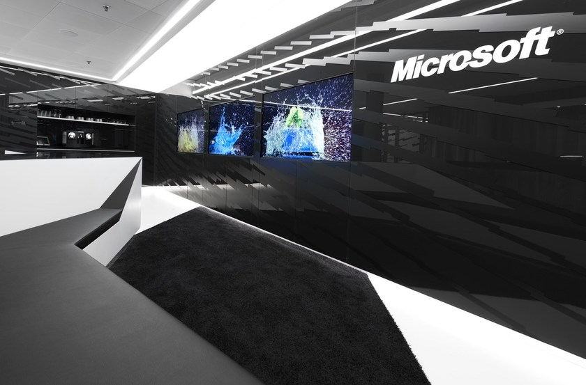 HI-MACS® Microsoft Briefing Center, Switzerland - Architects: COASToffice architecture - Construction supervision: RBSgroup - Photographer: ©David Franck Photography - Material: HI-MACS®, S22 Black