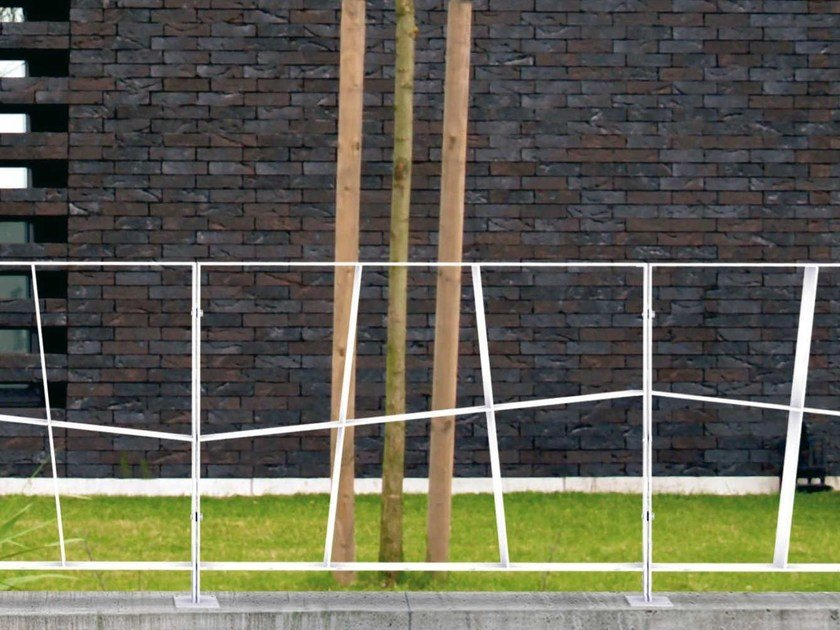 Steel pedestrian barrier ROUTE | Pedestrian barrier by Metalco