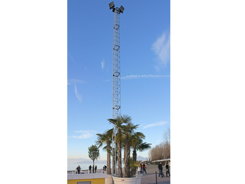 Steel prefabricated structure Floodlights / aerial support towers by SELVOLINA