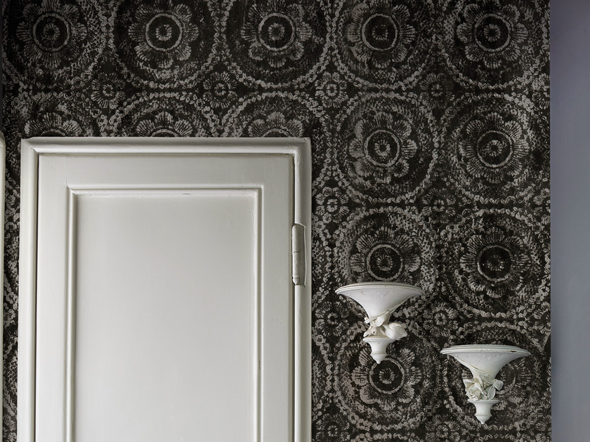 With floral pattern BLACK MAMA by Wall&decò