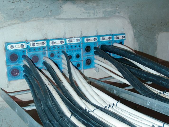 Fixing and support system for plant & machinery ROXTEC SERIES B by Roxtec Italia