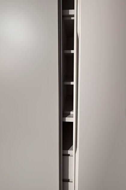 Dettaglio della maniglia Sheer ricavata nello spessore dell'anta